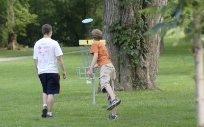 10 first steps to playing disc golf for beginners